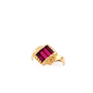 Yellow 14 Karat Ring Estate Jewelry Size 6 With Facy Cut Synthetic Red (Ruby) Corundum