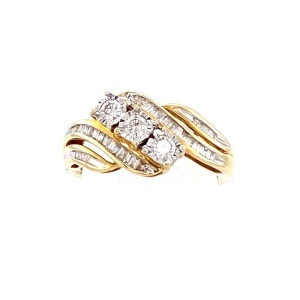 Yellow 10 Karat Ring Estate Jewelry Size 7 With 3=About 0.24Tw Round Si2 Diamonds And 40=About 0.26Tw Baguette Si2 Diamonds