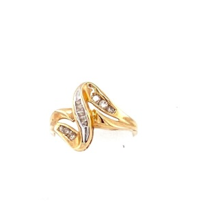 Yellow 10 Karat Ring Estate Jewelry Size 7 With 12=0.25Tw Round and Baguette Diamonds