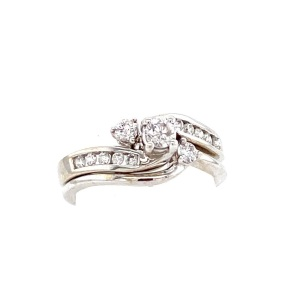 White gold interlocking diamond wedding set