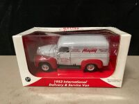 MAYTAG 1:25 SCALE 1953 INTERNATIONAL SERVICE VAN