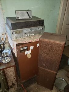 Montgomery Ward Receiver With Speakers Lot