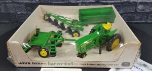 Fred Ertl, Jr. Personal Collection 1/16th Ertl John Deere BUBBLE BOX 3020 S-Hitch Farm Set
