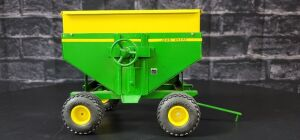 1/16 Scale Custom John Deere gravity wagon