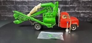 1/16 Scale Custom John Deere portable corn sheller