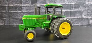 1/16 Scale Customized Ertl John Deere 4440