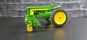 1/16 Scale Customized Ertl John Deere 720