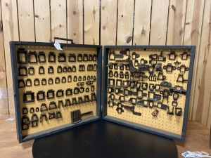 125 Piece Cast Iron Chain Link Display