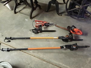 Electric Chainsaws Lot