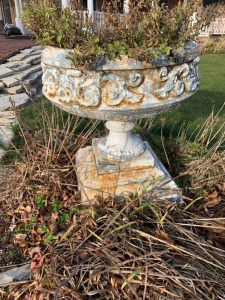 (1) Antique Planter - White