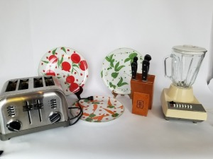 Toaster , Blender, and Dishes Lot