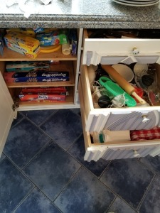 Drawer Contents Lot - Kitchen Utensils and Kitchen Towels Lot