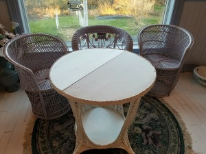 Vintage Wicker Patio Table And Chairs Lot With Round Rug