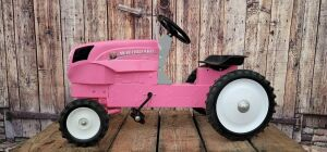Ertl New Holland PINK T 7.260