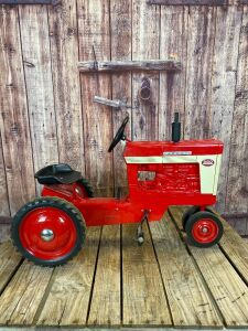 Scale Models Farmall 560