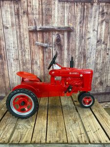 Scale Models Farmall Super H