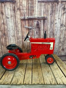 Scale Models Farmall 806 Diesel