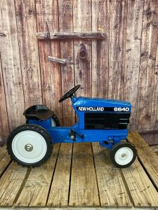 Ertl New Holland 6640