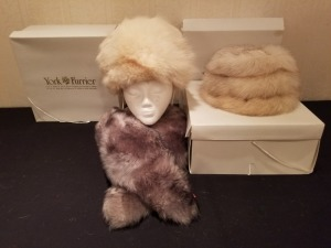 York Furrier White Fox Hat  / Grey Lamb Callar