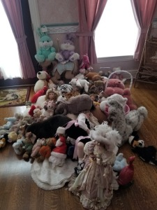 Large Lot - Dolls and Plush toys