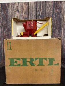 1/16 Scale Ertl New Holland Grinder Mixer