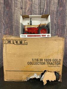 1/16 Scale Ertl Case IH 1026 Gold Collector Tractor