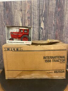 1/16 Scale Ertl International Harvester 1566 Special Edition Tractor