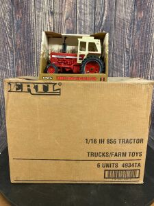 1/16 Scale Ertl International Harvester 1997 IH Collectors' Winter Convention Farmall 856 with custom cab