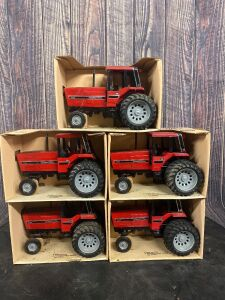 1/16 Scale Ertl International Harvester 5288 Tractor with Cab