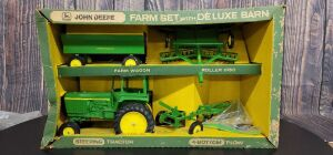 1/16 Scale Ertl John Deere 4-pc. Farm Set with Deluxe Barn