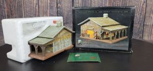 Various Scale Ertl John Deere blacksmith shop