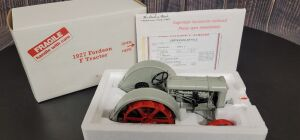 1/16 Scale Danbury Mint 1927 Fordson Model F