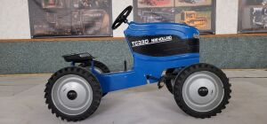 Pedal Scale Customized Scale Models New Holland TC33D