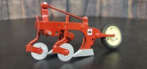 1/16 Scale Custom painted Ertl International Harvester 3-pt. mounted 2-bottom plow