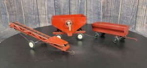 1/16 Scale Ertl International Harvester (3)-implements