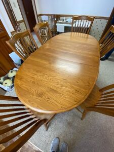 Richardson Oval Wooden table with 2 leaves