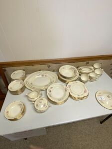 Tulip Eggshell Nautilus China set