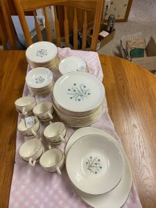 Flower pattern tableware