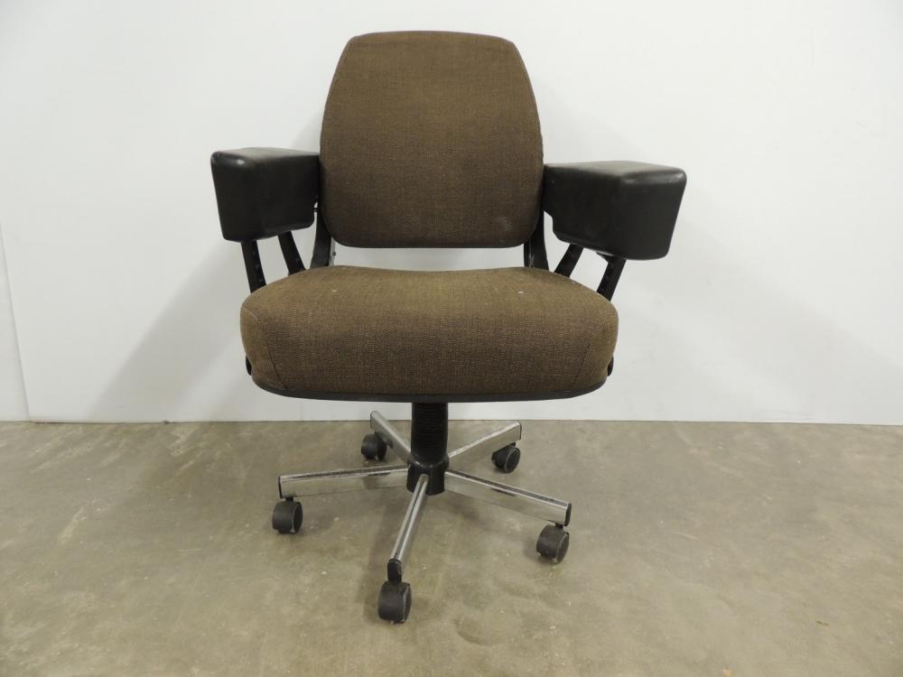 Lot 225john Deere Tractor Seat From 30 Or