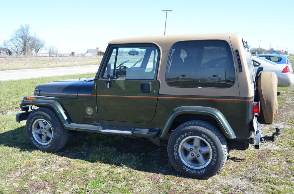 Lot 3 Of 204: 1995 Jeep Wrangler 4.0L Manual   Sahara