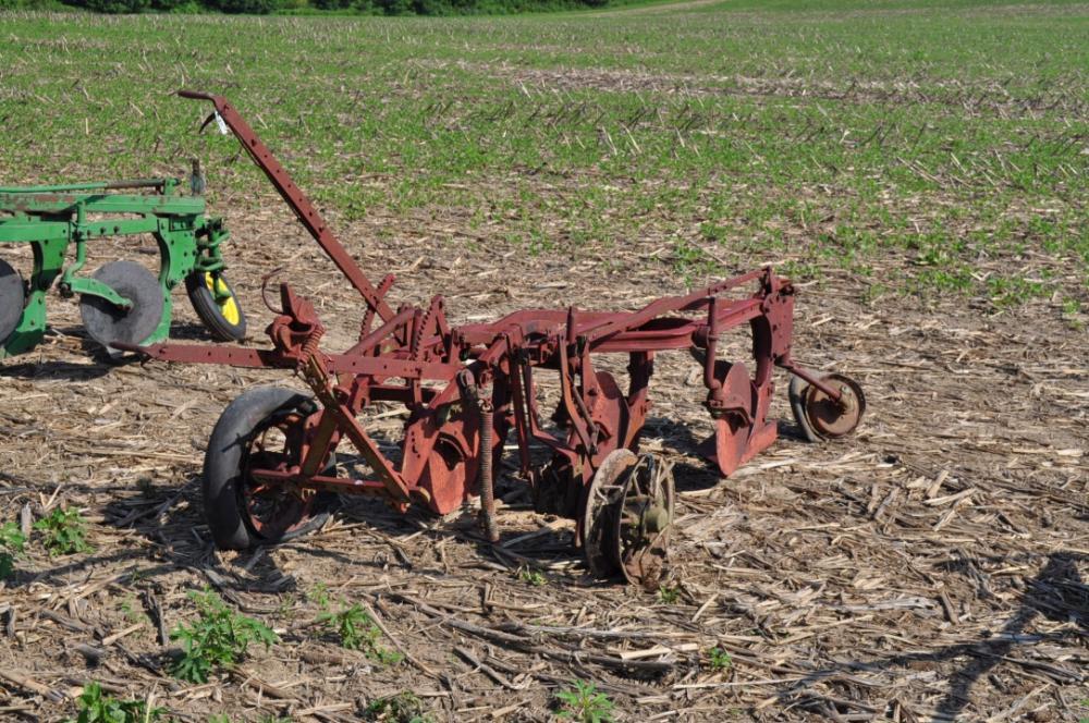 Massey harris 3 bottom plow