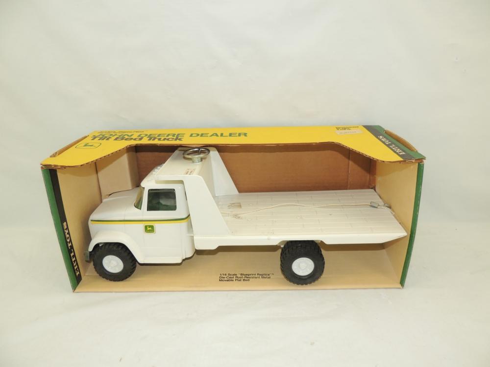 116th Ertl John Deere Tilt Bed Dealer Delivery Truck